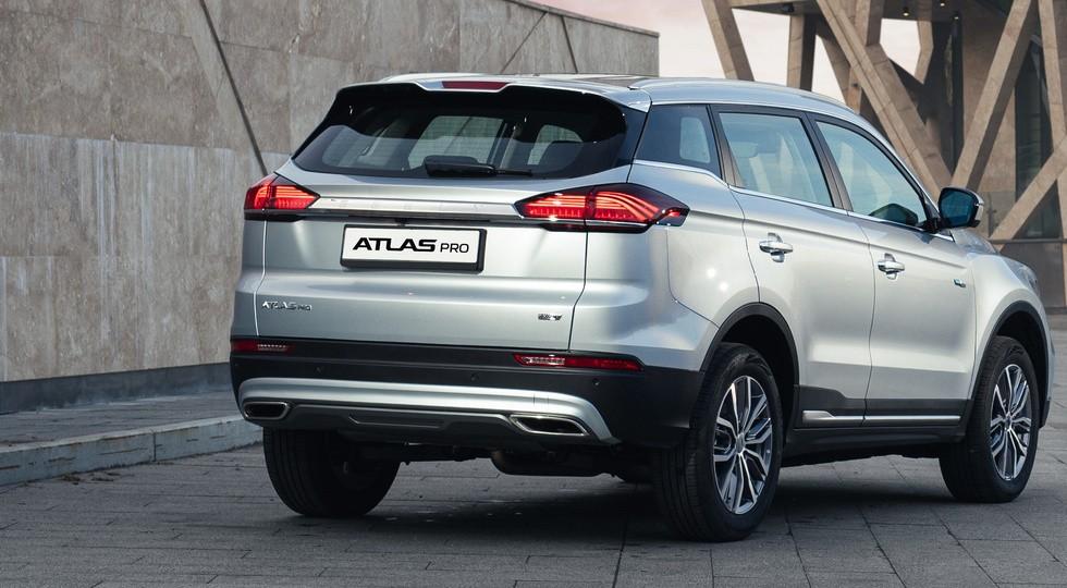 «Мягкогибридный» Geely Atlas Pro для России: заметно дороже прежнего SUV, но и богаче