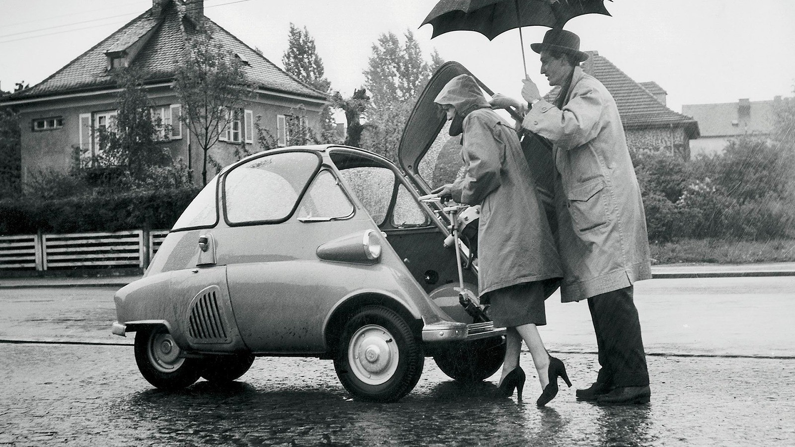 На фото: BMW Isetta 250 Bubble Window '1955–1957