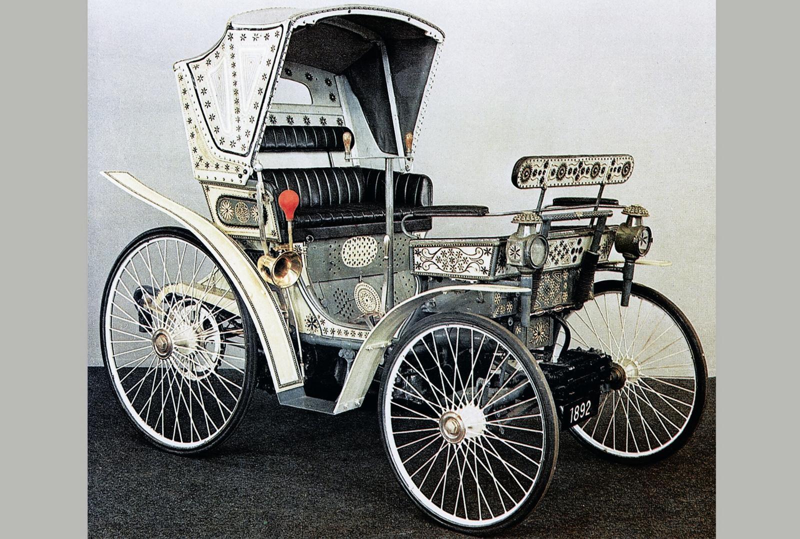 Одна из первых самоходных серийных машин фирмы Peugeot. 1892 год