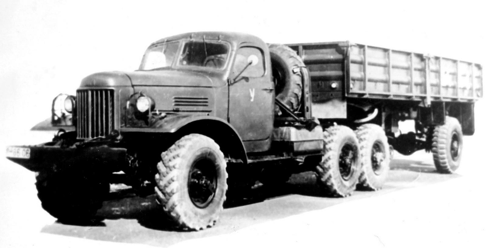Специальный тягач ЗИЛ-157В с гидроприводом колес полуприцепа ММЗ-584 (из архива НИИЦ АТ)