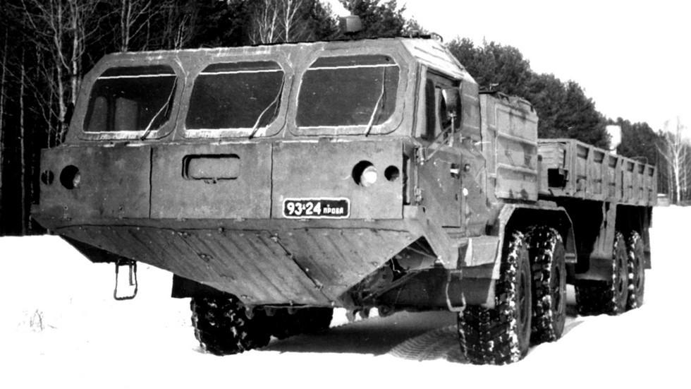 Автомобиль БАЗ-6954 с 2-дверной цельнометаллической кабиной. 1990 год