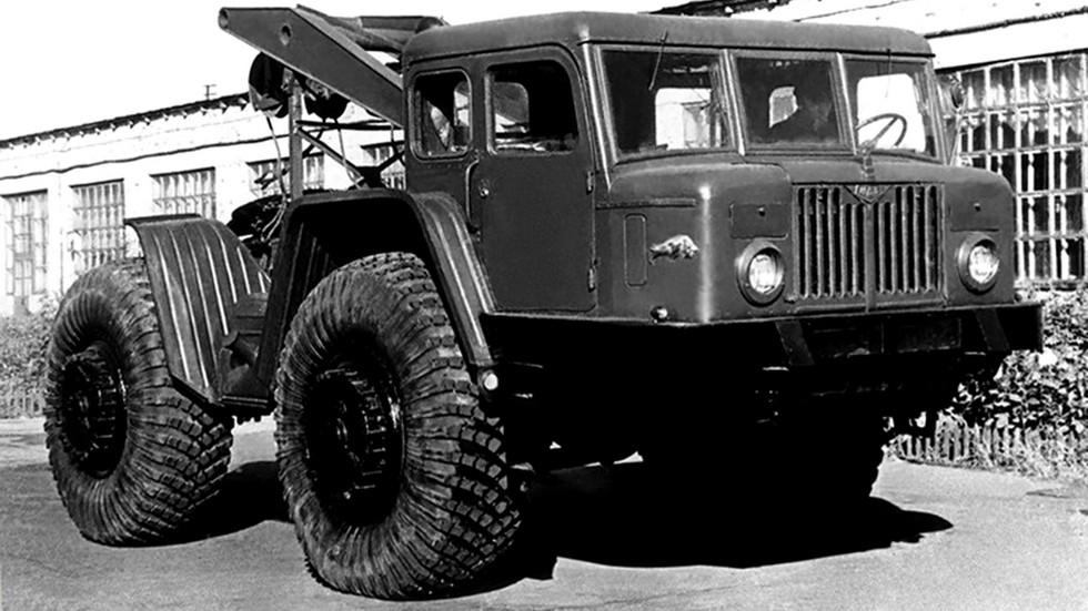 Базовый автомобиль-лесовоз МАЗ-532 (44) с трелевочным оснащением