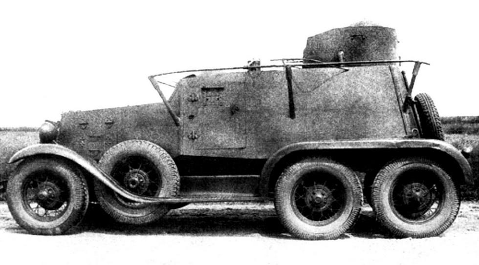 Пулеметный бронеавтомобиль на шасси ГАЗ-ТК с поручневой антенной
