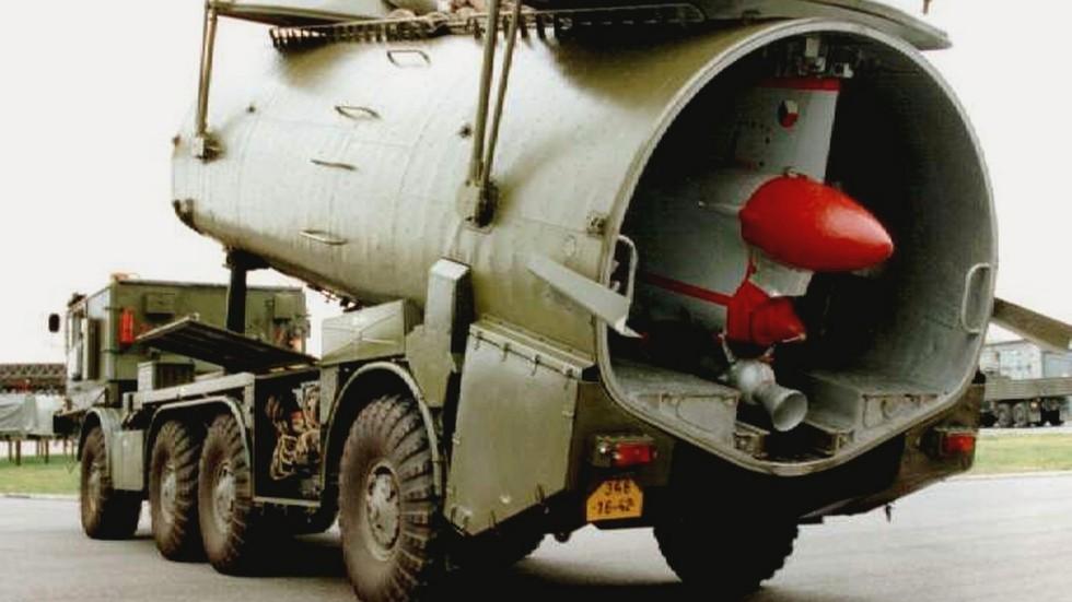 Размещение беспилотного самолета Ту-143 в укороченном контейнере (из архива автора)