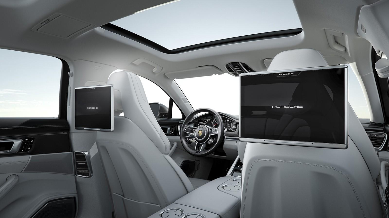 На фото: салон Porsche Panamera Turbo Executive