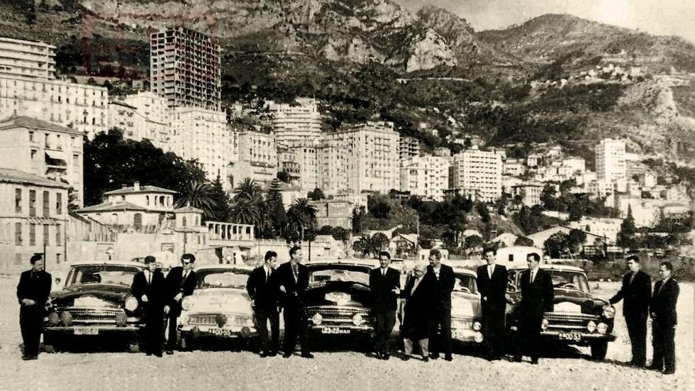 На фото: Три «Волги» ГАЗ-21 и два «Москвича-403» на ралли Монте-Карло