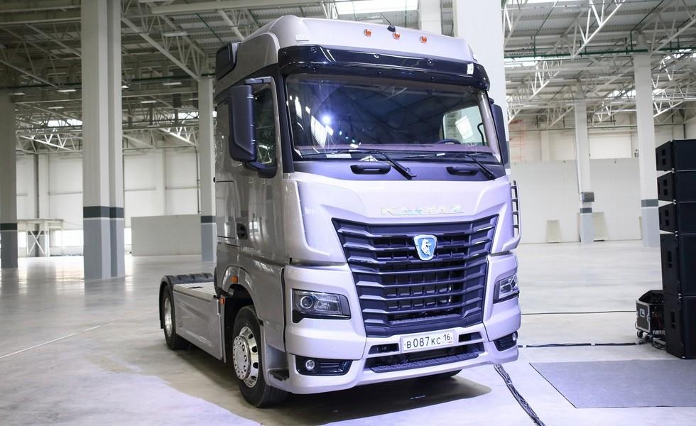 На фото: КАМАЗ с новой кабиной К5