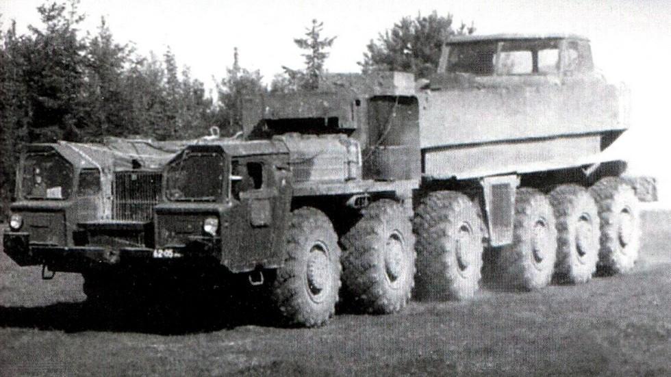 Автомобиль-тягач МАЗ-547Д с газотурбинными силовым агрегатом
