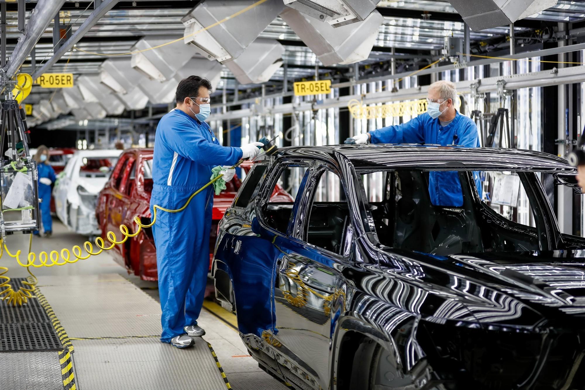 Завод GM в Спринг-Хилл сейчас выпускает кроссоверы Cadillac XT5 и GMC Acadia.