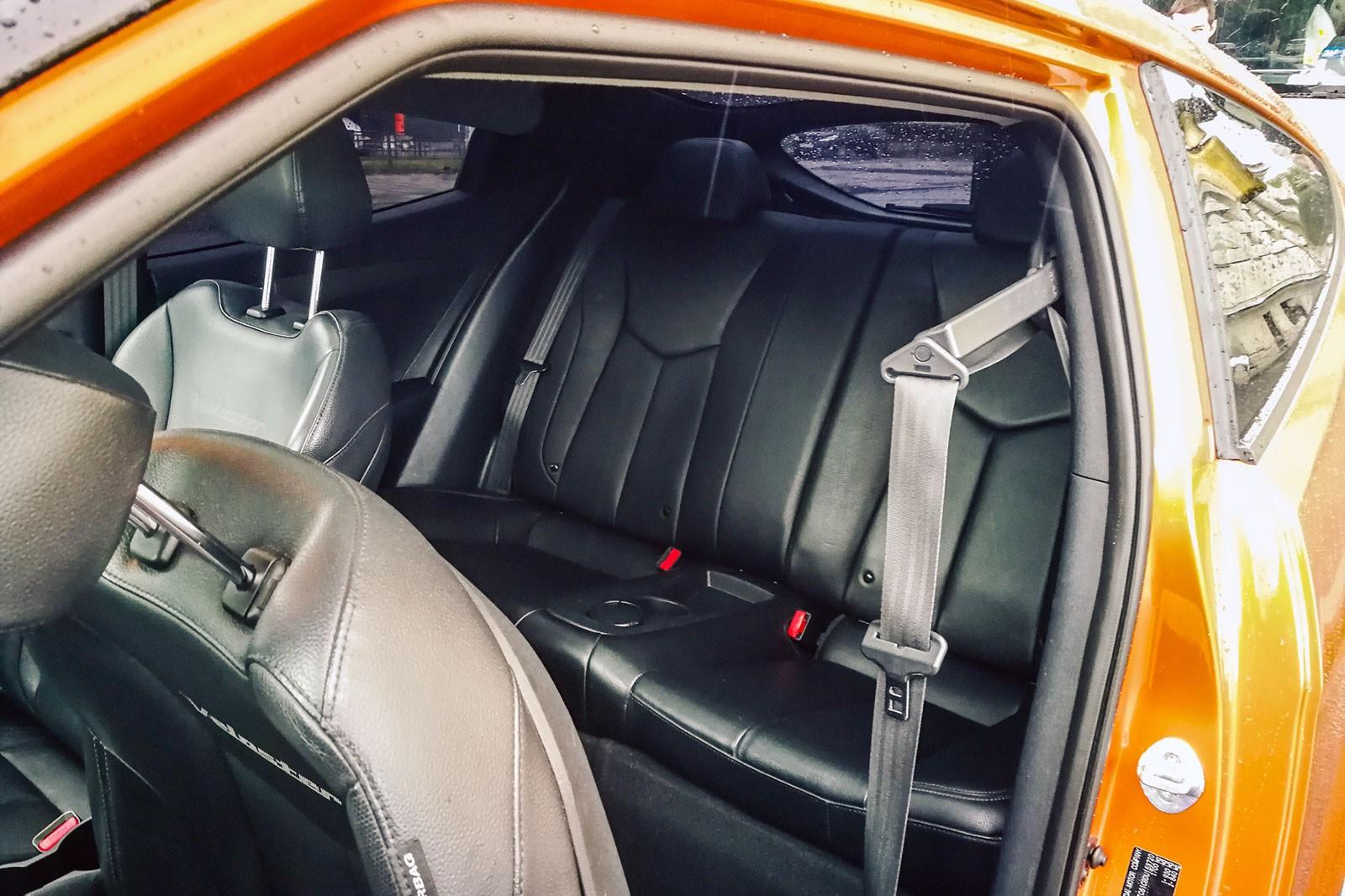 Hyundai Veloster задние сидения