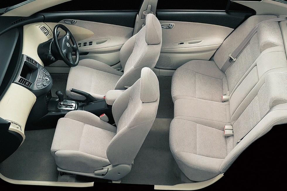 Интерьер Nissan Primera Sedan (P12) '2001–2003 (для японского рынка)