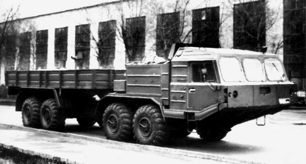 Длиннобазный двухмоторный 420-сильный грузовой автомобиль БАЗ-6954