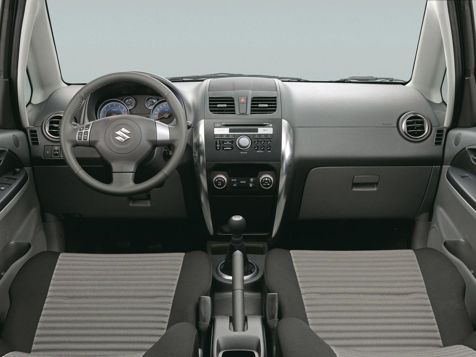 Минимум габаритов, максимум простоты: стоит ли покупать Suzuki SX4 I за 700 тысяч рублей