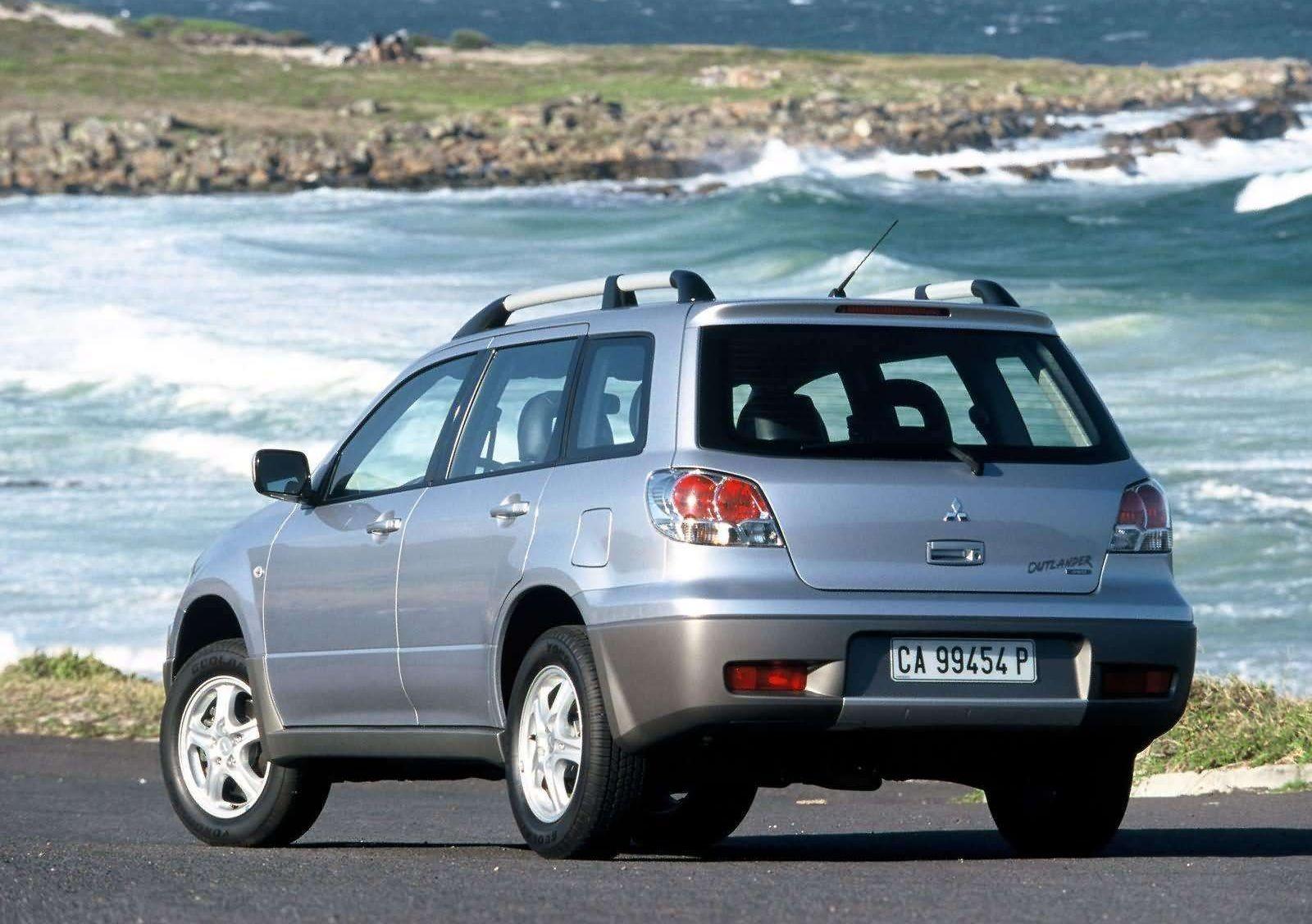 Немного Нива, немного Эволюшн: стоит ли покупать Mitsubishi Outlander I за 450 тысяч рублей