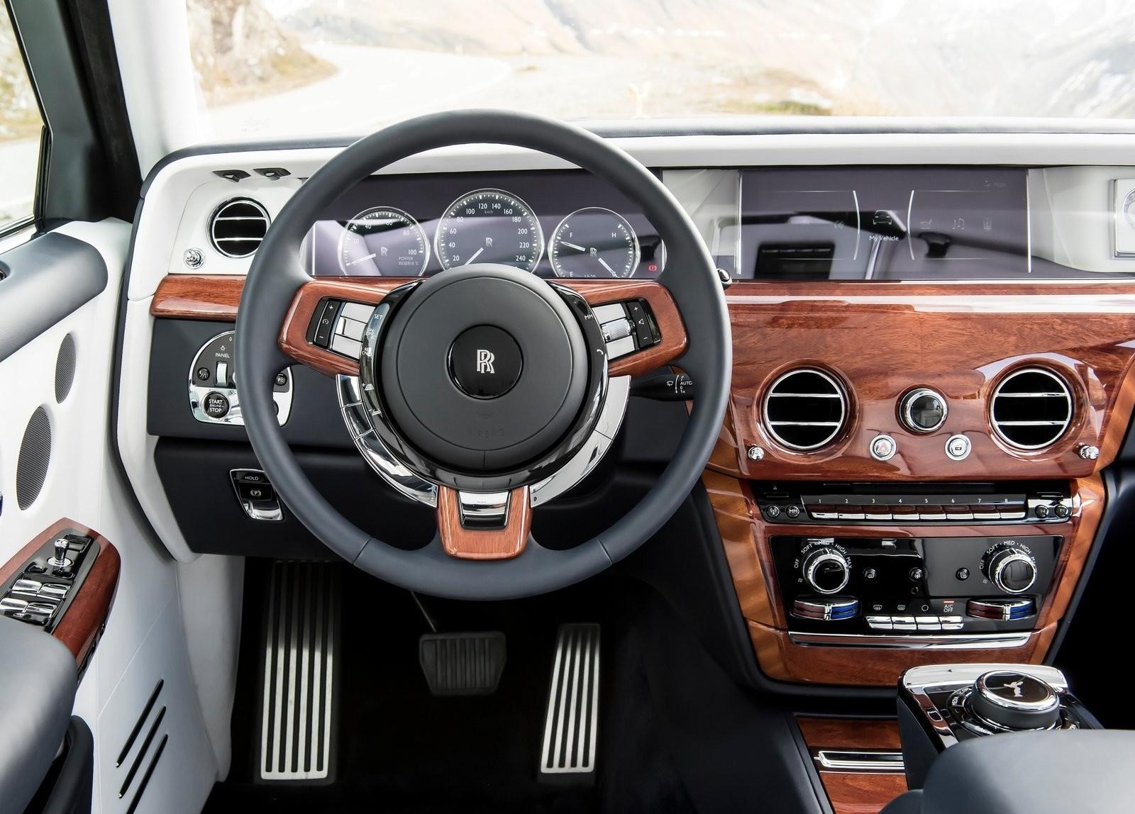 Rolls-Royce-Phantom-2018-1600-66