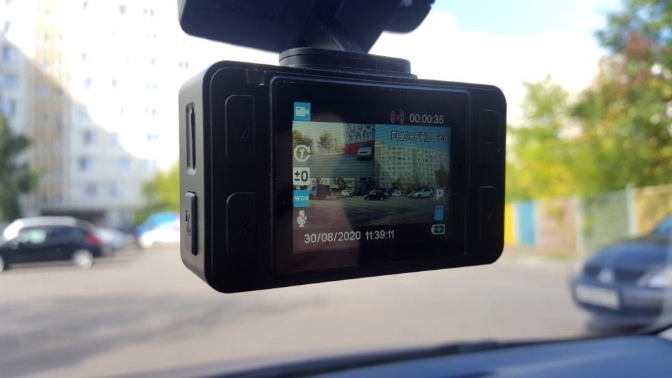 «Бдить в два глаза»! Новый бюджетный двухкамерный видеорегистратор от NEOLINE