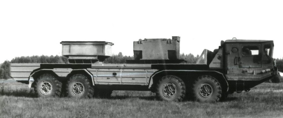 Опытный двухмоторный автомобиль БАЗ-6951П (из архива Н. Щербакова)
