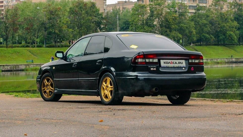 Subaru Legacy сзади