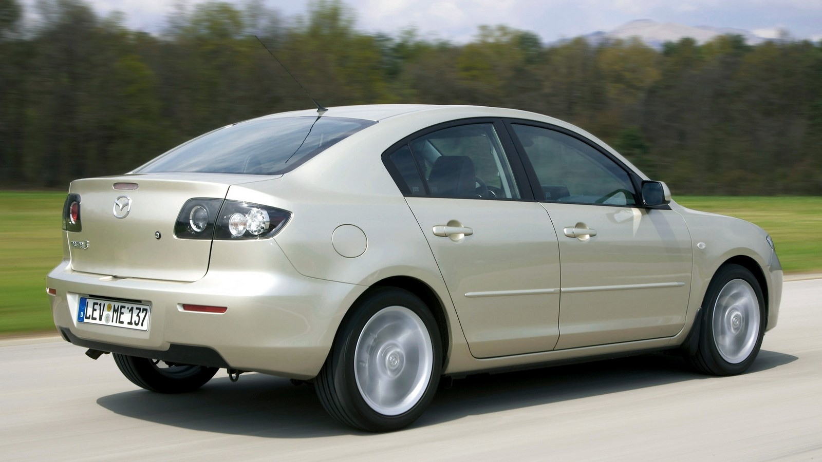 На фото: Mazda3 Sedan (BK2) 2006–09