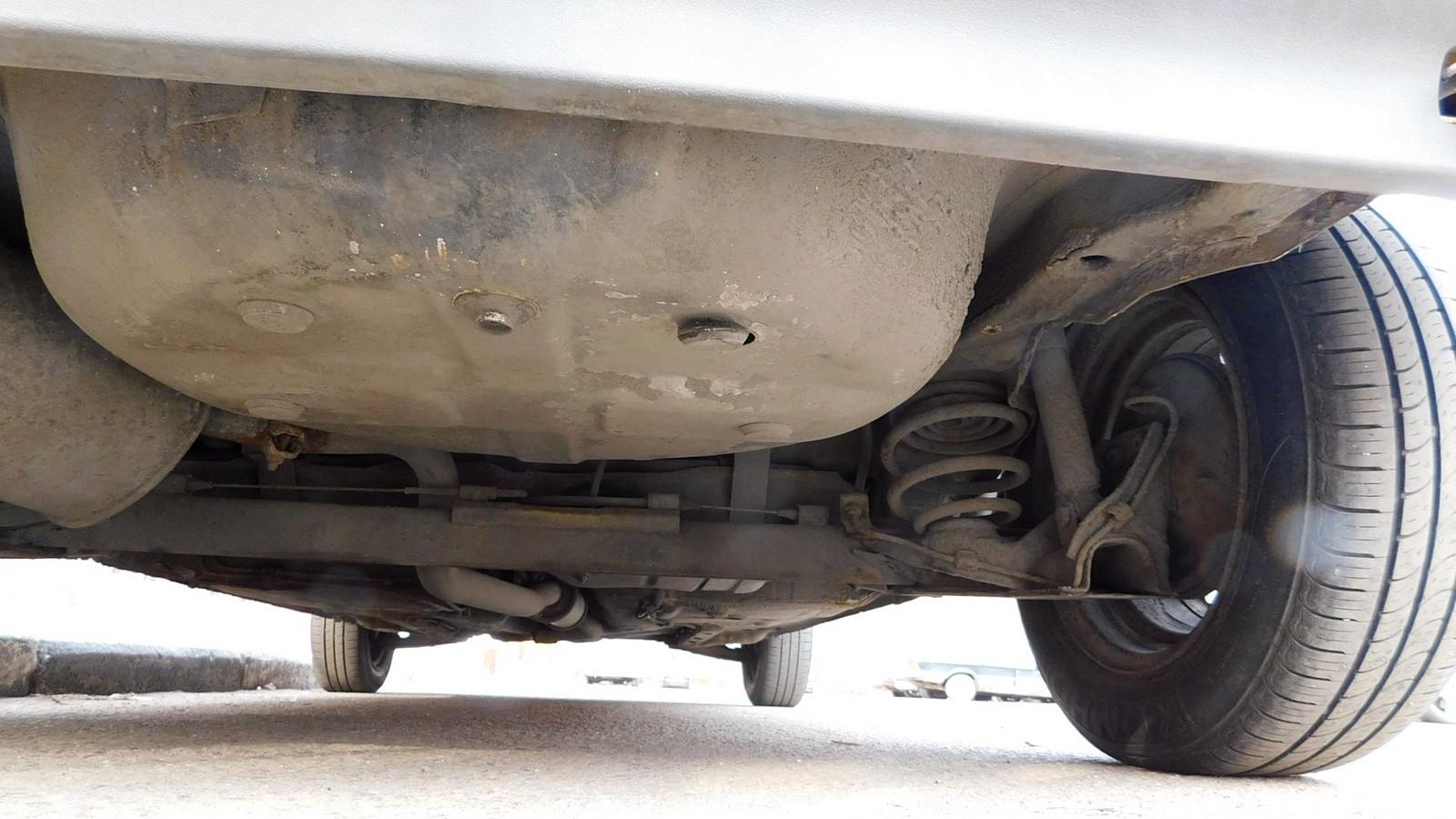 Задння подвеска и отсек запасного колеса