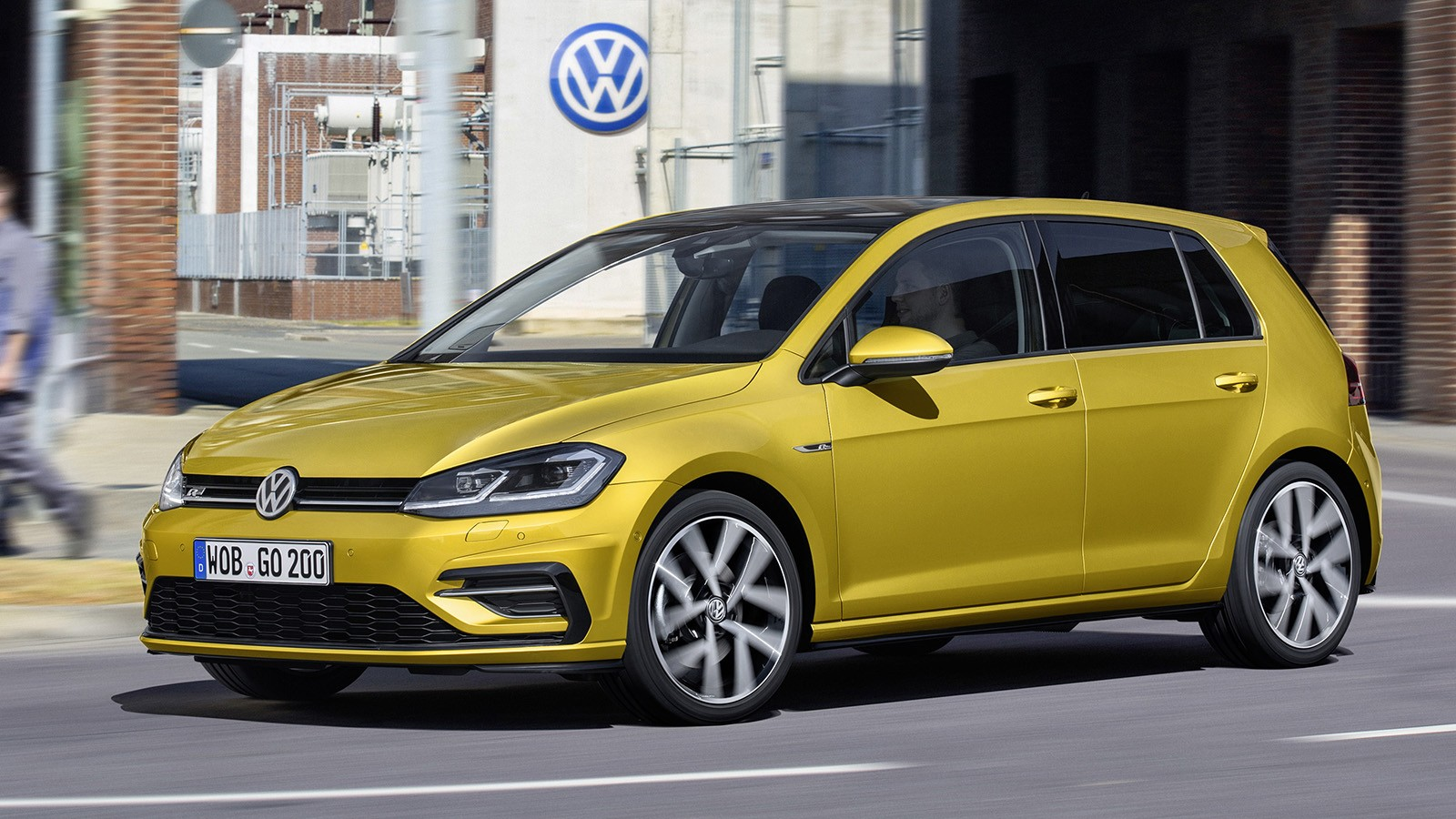 volkswagen_golf_tsi_r-line_5-door_6