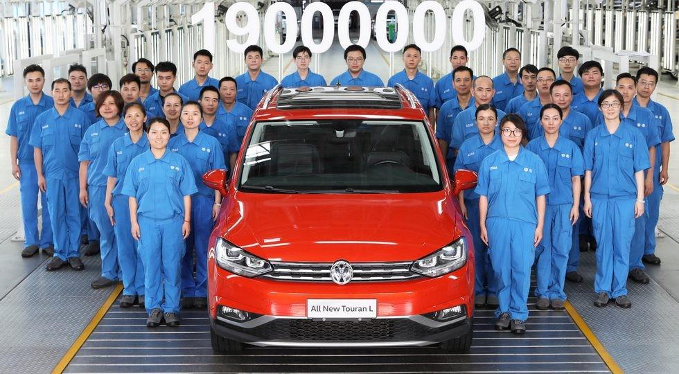 На фото: кросс-версия Volkswagen Touran L