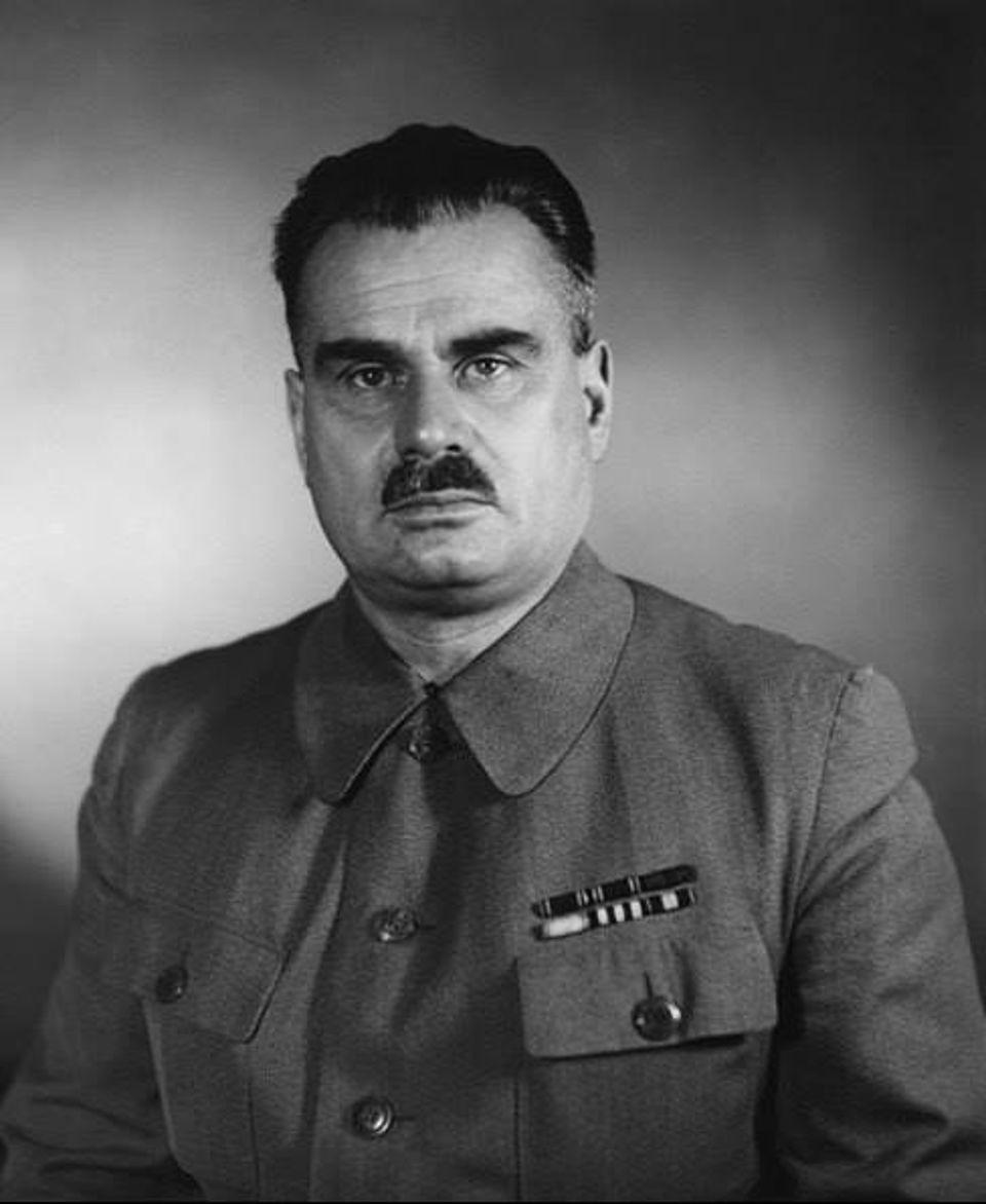 Сталину не понравилось – Лихачёва сняли, а Кузнецова посадили. Так рождался КИМ-10