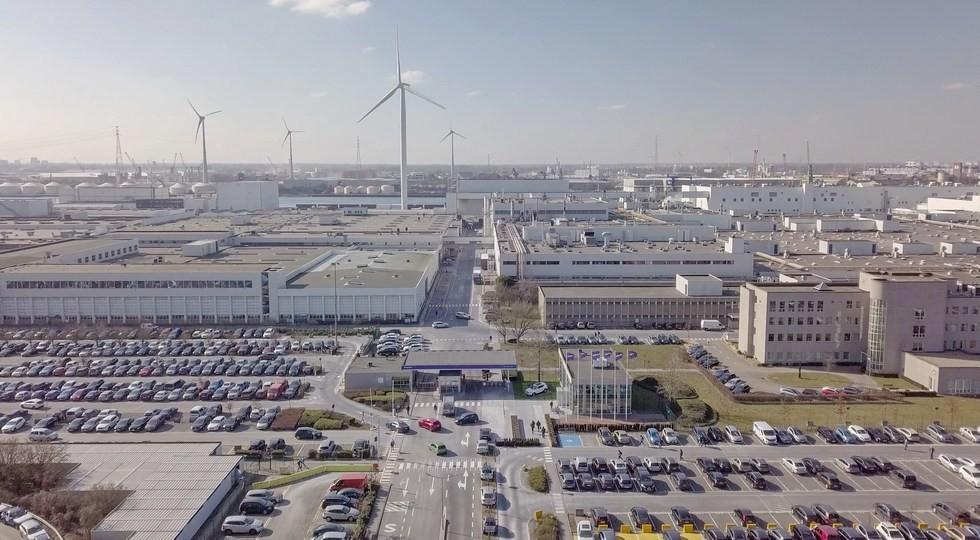 На фото: завод Volvo в Генте