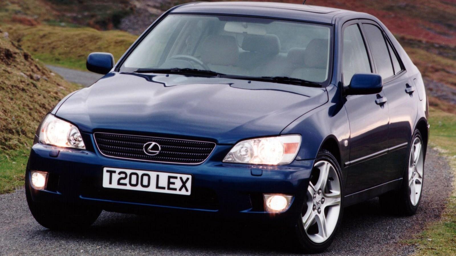 На фото: Lexus IS 200 '1999–2005