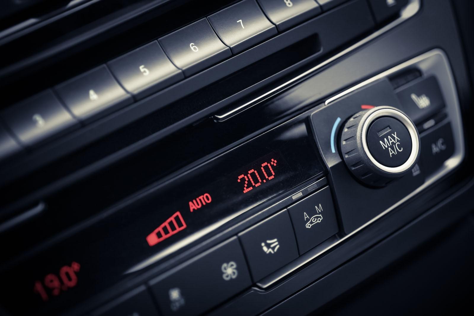 С одышкой и ползком: почему в жару машина плохо едет и что с этим делать?