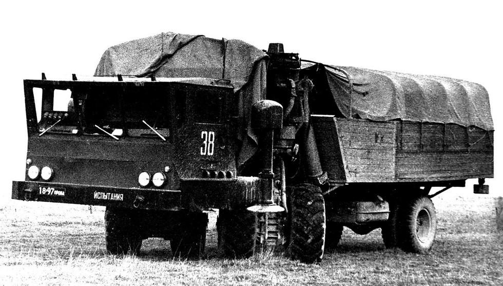 Машина ЗИЛ-135МШ с передними поворотными стойками и макетом бортового кузова