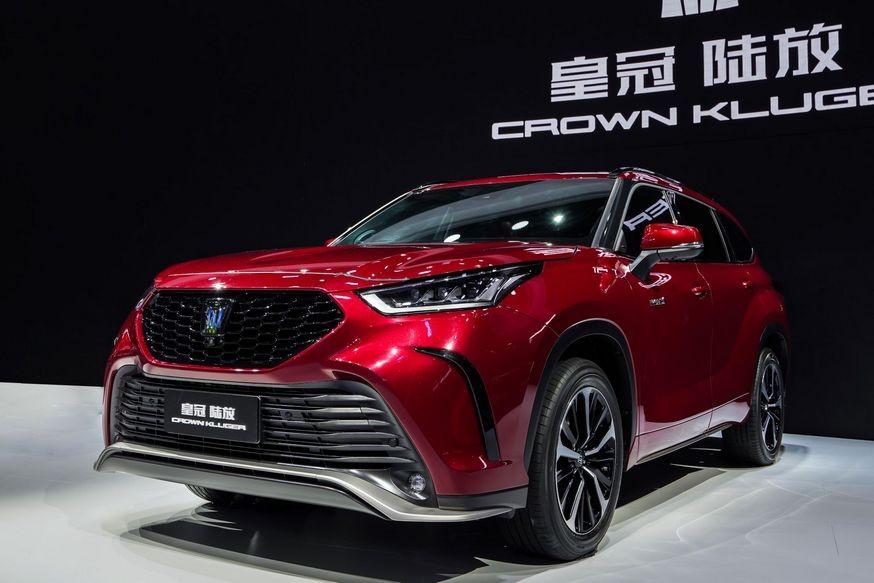 Toyota Crown теперь – и модель, и семейство: кроссовер и минивэн, известные в России