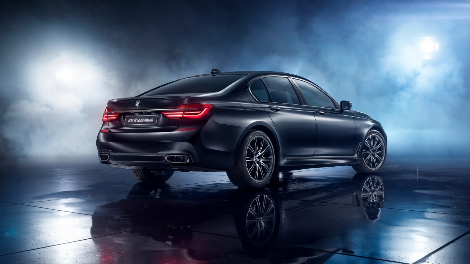 P90281601_highRes_bmw-7-series-black-i