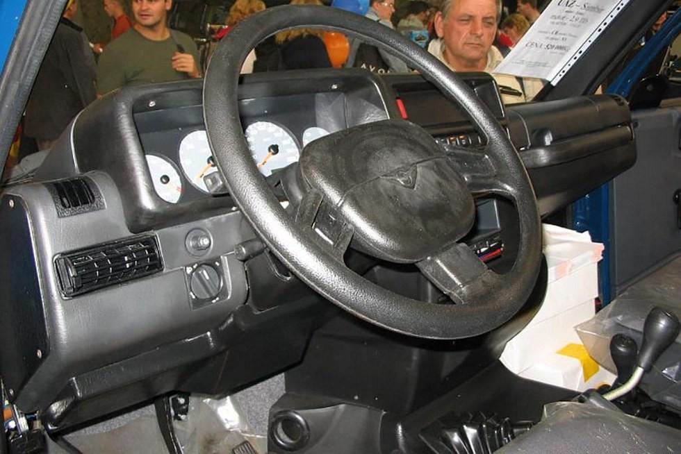 УАЗ-3160 на выставке в Чехии (4)