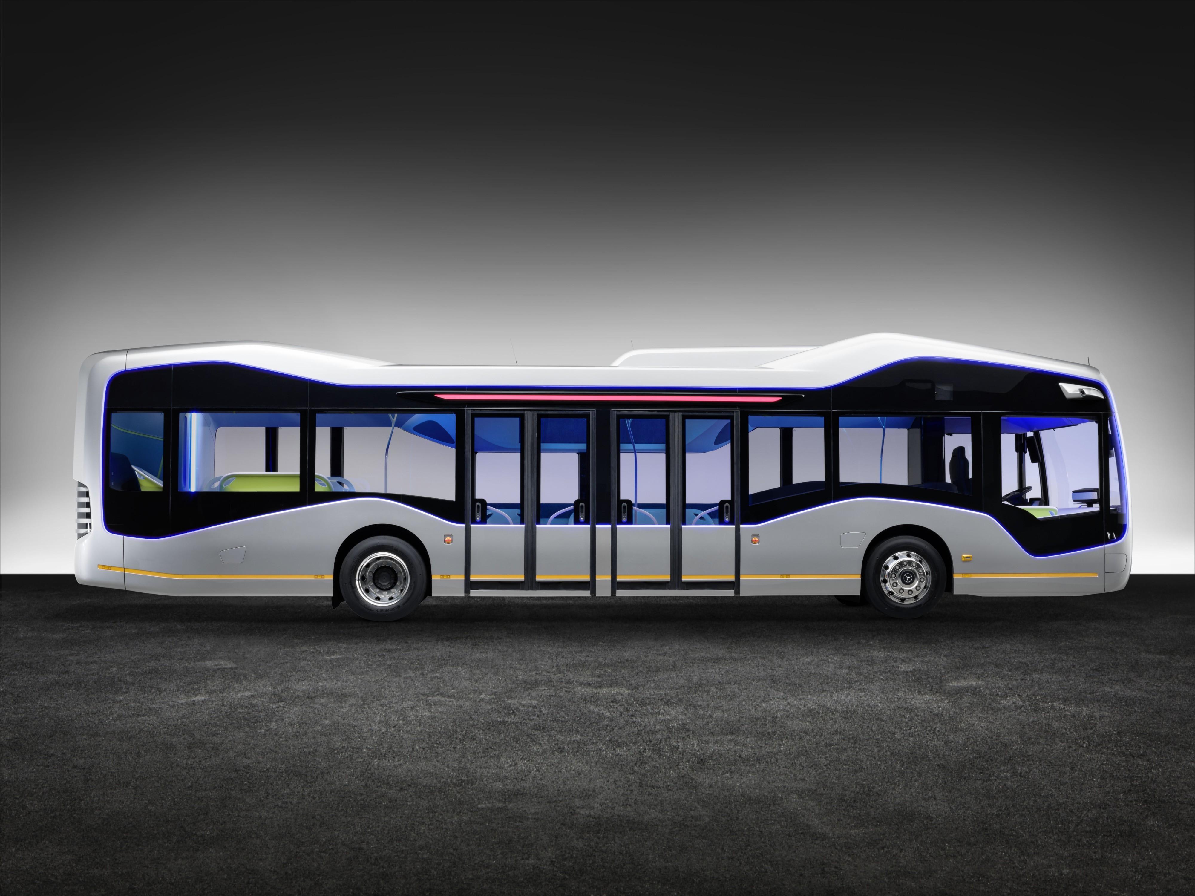 На фото: Mercedes-Benz Future Bus