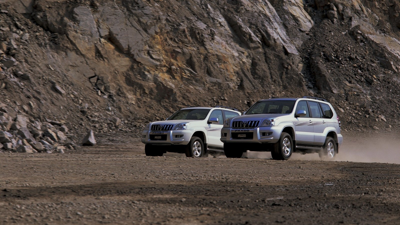 На фото: Toyota Land Cruiser Prado '2002–09