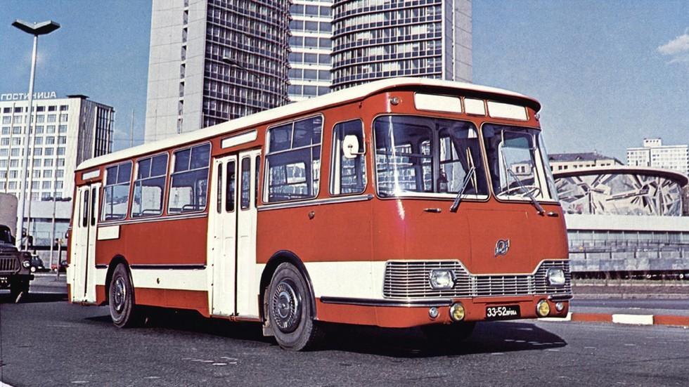 На фото: ЛиАЗ 677Э