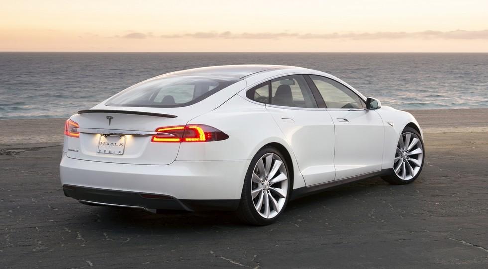 На фото: Tesla Model S'2012–15