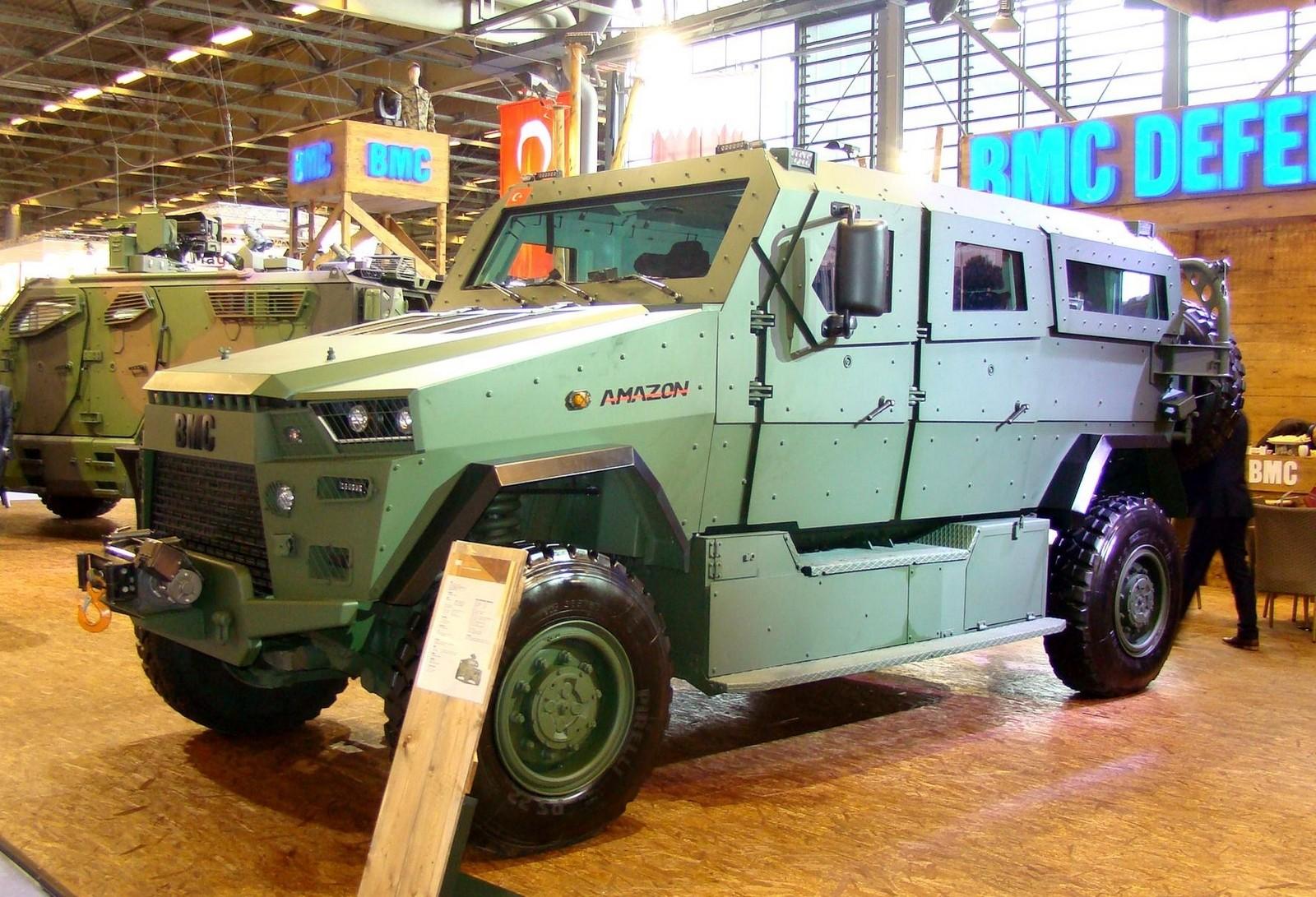 245-сильная боевая бронемашина ВМС Amazon на салоне Eurosatory-2016