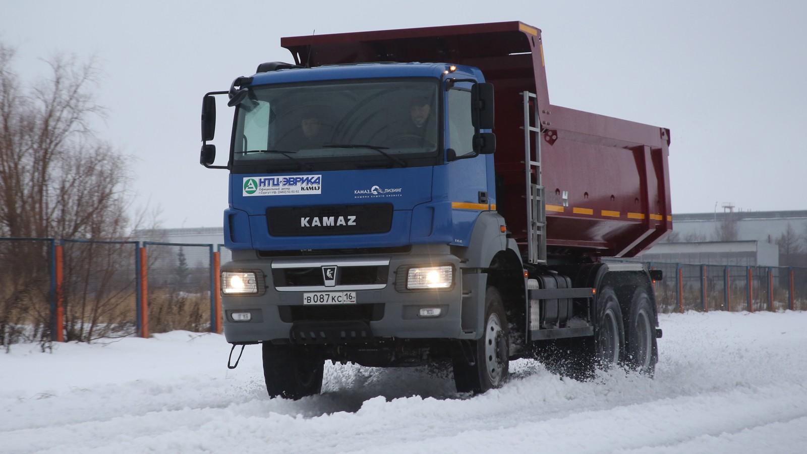 На фото: КАМАЗ-65802