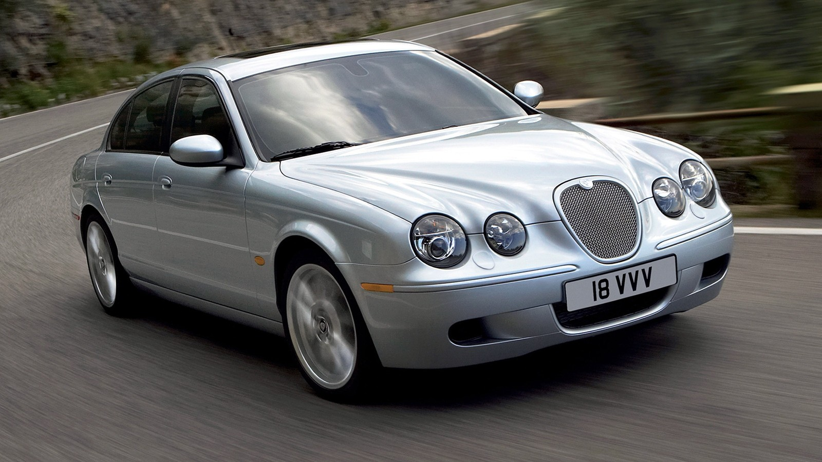 На фото: Jaguar S-Type R '2002–08