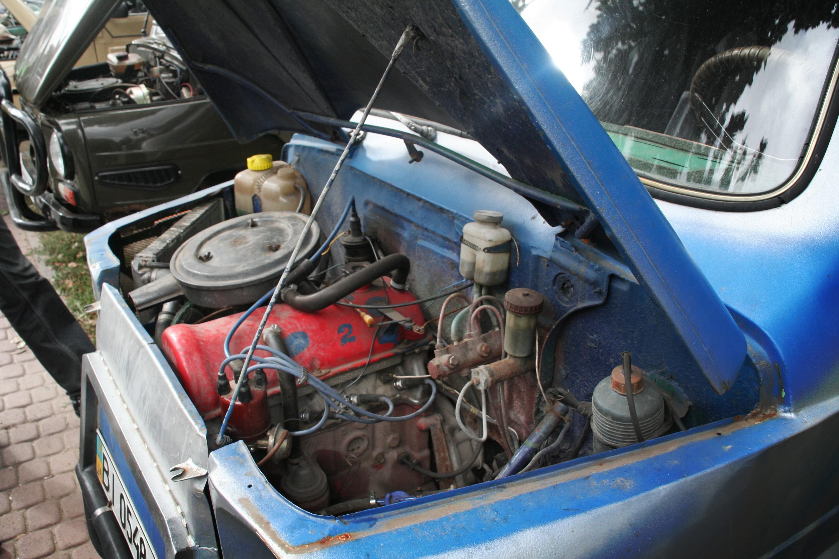 Двигатель_ВАЗ_и_радиатор_сбоку