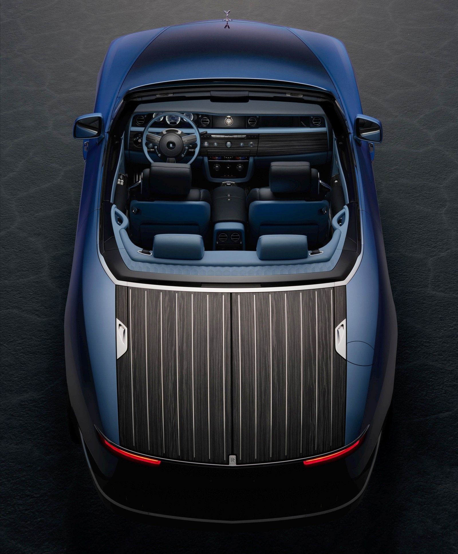 Бросить якорь и откупорить бутылки: Rolls-Royce представил уникальный кабриолет Boat Tail