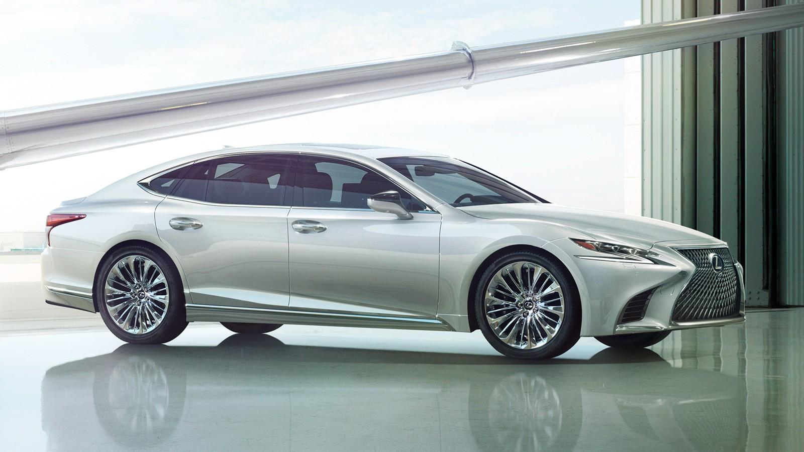 На фото: новый Lexus LS 500