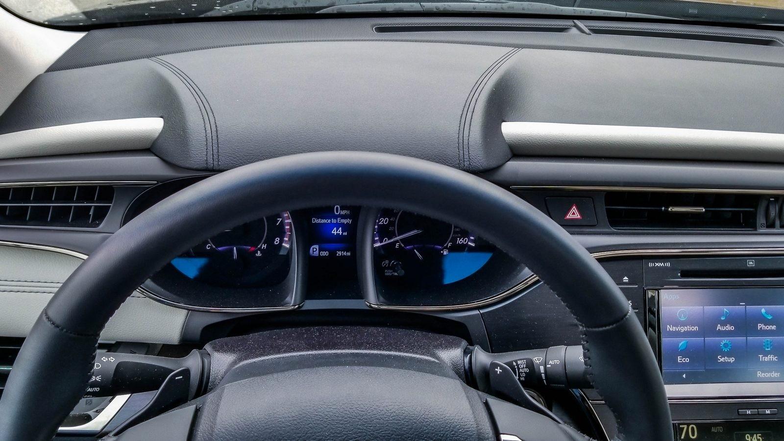 Toyota Avalon интерьер панель приборов