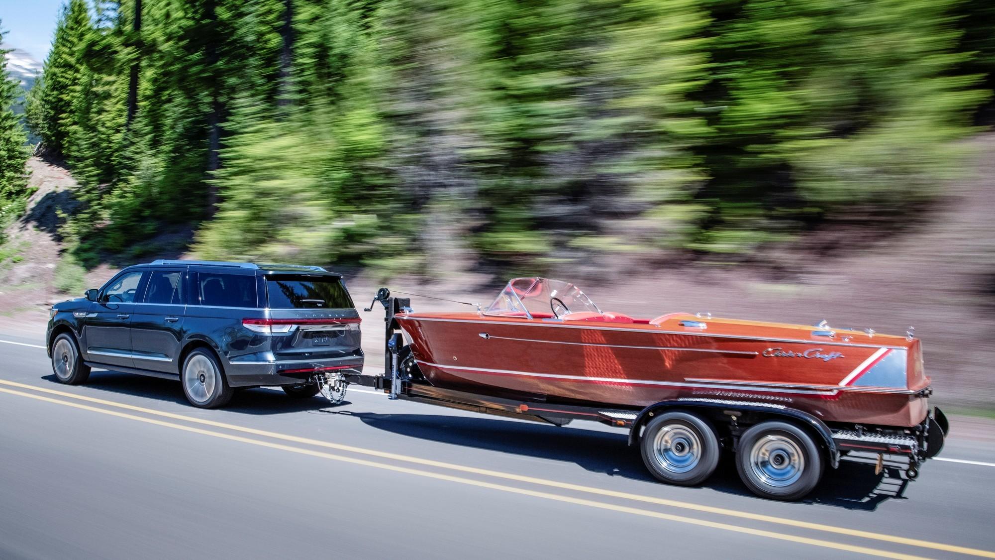 Обновлённый Lincoln Navigator: мощности меньше, электроники больше