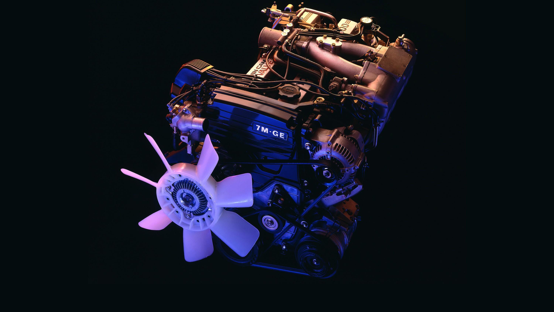 На фото: Под капотом Toyota Supra 3.0 '1986–89