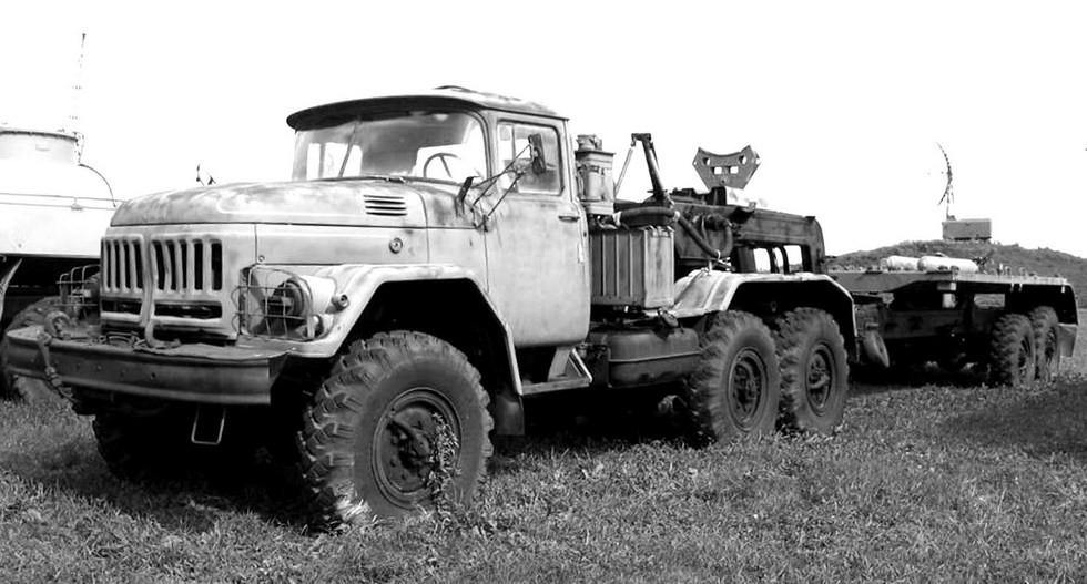Автопоезд ЗИЛ-137 с транспортной машиной 9Т222 комплекса «Точка»