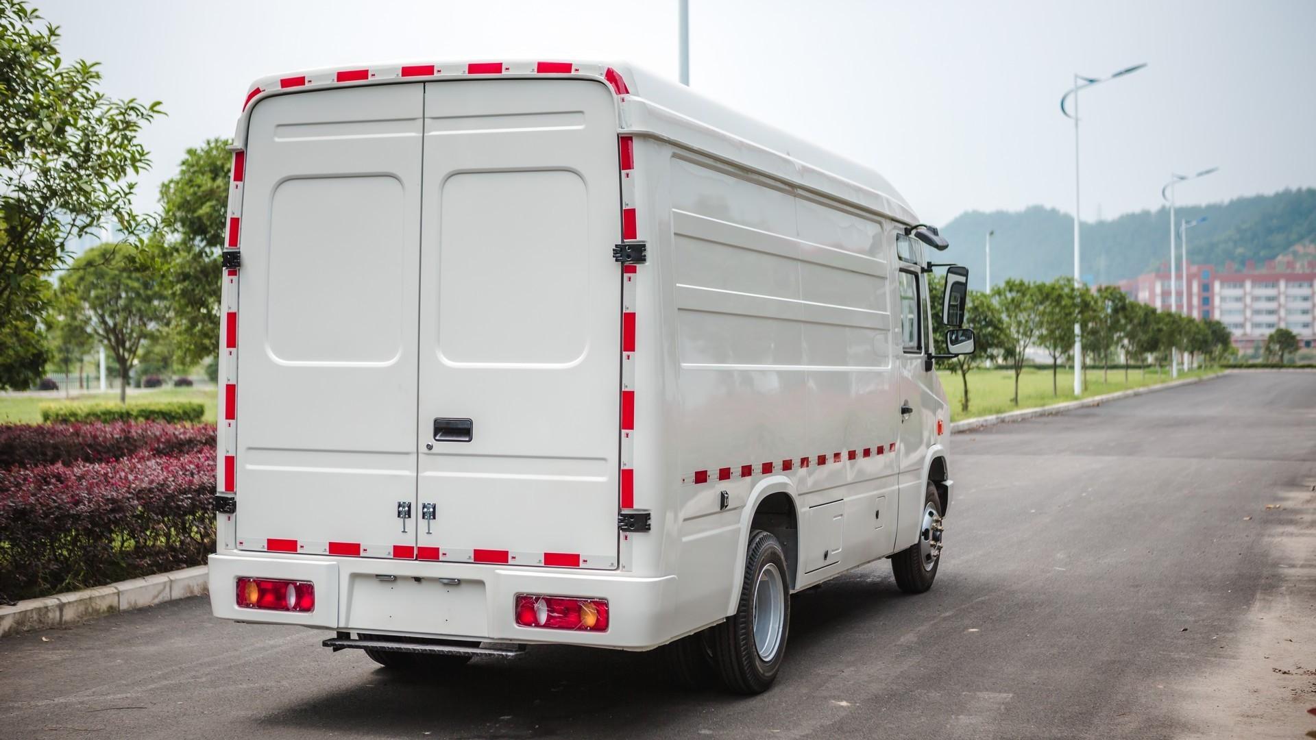 Тихоход из прошлого: представлен электрический фургон Cenntro CityPorter