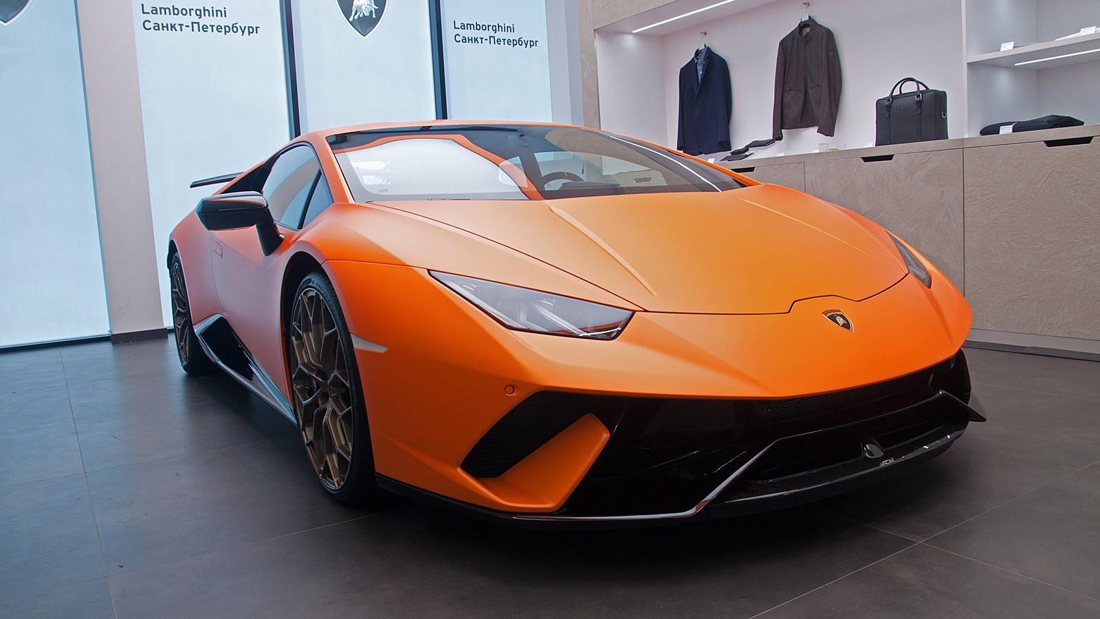 На фото: Lamborghini Huracan Performante